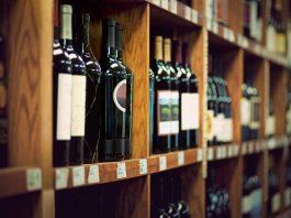 Uskladnite víno štýlovo. Stojany a regály na víno sú na to ideálne.